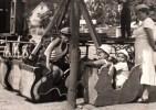 FETE FORRAINE MANEGE CAROUSEL EN CONSTRUCTION ROULOTE TCHEQUIE REPUBLIQUE TCHEQUE - Spectacle