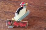Pin´s  PINGOUIN SAUT A SKI   SURGELES  LIVRAISON A DOMICILE    AGRIGEL   La Marque Avec Un Petit Pingouin Montagne - McDonald's
