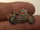 (pin512b)  Pin´s De Collection THEME : MOTOS / MOTO ROUTIERE ROUGE ET NOIRE     Fabriqué Par Ou Pour ???????   Très Bon - Motos