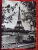 V7-75-paris-la Tour Eiffel-vue Prise Des Bords De La Seine--peniches-bateaux--carte Photo - Tour Eiffel