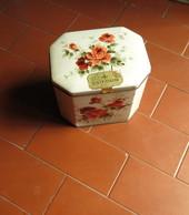 VECCHIA SCATOLA IN LATTA OTTAGONALE DELLA DITTA DUFOUR  - - Boxes