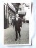 Photo D´une Homme Dans Une Rue à Bruxelles.  Dim. 140 X 90mm - Photos