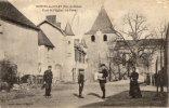 MONTEL-DE-GELAT PLACE DE L EGLISE LA POSTE FACTEUR DISTRIBUANT LE COURRIER - Unclassified