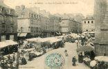 La Place Saint-corentin - Un Jour De Marché - Quimper