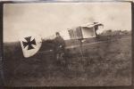 Photo Octobre 1918 RUISSEAUVILLE (près Fruges) - Le Lieutenant Bufton Devant Une Girouette (aviation) (A14, Ww1, Wk1) - Frankrijk