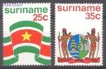 Surinam 1976 Mi 715-716 Mnh - Flag, Crest - Timbres