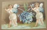Carte Gauffrée Deux Anges Portent Un Bouquet Suspendu - Fêtes - Voeux