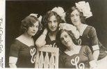 The 4 Clovelly Girls.Non-Voyagée.Etat TB. - Artiesten