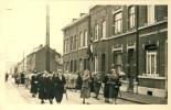 Carte Photo D'un Défilé Féminin En 1957, Dans La Région Liégeoise - A Situer - Cartes Postales