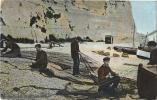 PECHEURS REPARANT LES FILETS - CPA - Vue Animée 1905 - Fishing
