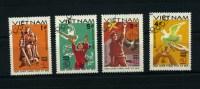 """4 Timbres Oblitérés - Viet Nam 1985 N° 581 / 4 """"1945 / 1985 - Main, Colombe, Croix Gammée, Aigle, Statue"""" - Viêt-Nam"""