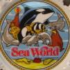 ASSIETTE SEA WORLD 1982 WORLD INC . MADE IN KOREA - Ceramics & Pottery