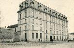MONTLHERY - Institution RESVE & GROS - Façade Sur La Place De La Souche - Petite Animation - Montlhery