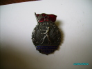 RUSSIA ESTONIA  USSR  VERY NICE SPORTS BADGE , Athlet  With Red Flag - Pin