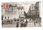 CPA :17 Charente Maritime: Rochefort :  Rue Andry De Puyraveault : Belle Animation Fem . Hom. Enfants + Rgt.  Marsouins - Rochefort