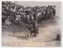 PHOTO KEYSTONE - MOTOCYCLISME - Montreuil : Le Grand Prix des Nations : Une vue pendant le passage de deux concurrents