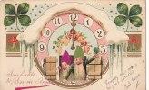 Belle CPA  Gaufrée Bonne Année NAINS Lutins  HORLOGE De Minuit  Champagne CHAMPIGNONS Trèfles Bonheur 1904 - New Year