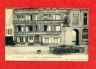 * SAINT FLOUR-Place D´Armes.Le Monument Aux Morts Et La Maison Consulaire(Le Courrier D´Auvergne,Chien) - Saint Flour