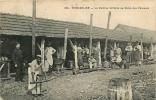 PONTARLIER - La Cuisine Militaire Au Camp Des Pareuses - Beau Plan Animé - 2 Scans - Pontarlier