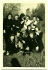 Photo Amateur Groupe 11 Jeunes Filles Femmes 1944 Libération Guerre WWII Campagne Pique-nique Café Thermos Tirage Leonar - Personnes Anonymes