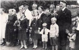 HITLER En Compagnie D' Un Groupe Avec Plusieurs Enfants  - CARTE PHOTO (45902) - Personen