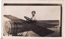 Carte Photo Montage -Enfant Dans Avion Fictif - - Fotografía