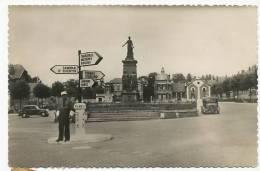 Hirson Pl. V. Hugo  Monument Morts  Edit Carette Agent Police Cambrai, Vervins, Chimay, Rocroi - Hirson