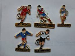 Série De 5 Pin´s Sur Le Football , équipes Européennes - Football