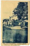 974 Réunion - SAINT DENIS - L´équipage Duquesne Et Monseigneur Beaumont Rendant Hommage Au Monument Aux Morts -en L´état - Saint Denis