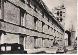 Montpellier : La Faculté De Médecine Et La Cathédrale St Pierre - Montpellier