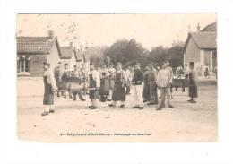 25 BESANCON ? 4ème Régiment D´Artillerie - 1909 - Nettoyage Du Quartier - SOLDATS EN TABLIER BALAIS BROUETTE - Besancon