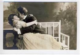 COUPLES, COUPLE; PAAR -  1910 -  Coloriert -  Elegantes Paar,  Der Kuss - Couples