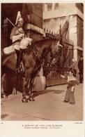 A SENTRY OF THE LIFE GUARDS. HORSE GUARDS PARADE - Otros