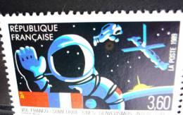 Yvert N° 2571 VARIETE Anneau De Lune Sous Le Petit Cosmonaute PAIRE AVEC 1 VARIETE - France