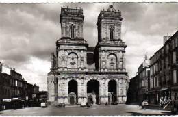 32 AUCH  Façade De La Cathedrale  - Automobile - Auch