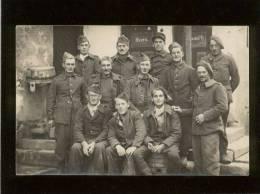 Carte Photo Militaires  Au Stalag VII A Geprüft 47  Cachet Au Dos - Weltkrieg 1914-18