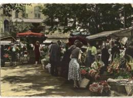 GRASSE. - La Place Aux Aires Et Le Marché Aux Fleurs.  CPM - Grasse