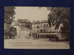 Mauleon Soule ( BassesPyrénées ) Place De La Croix Blanche Et Le Chateau Fort - France