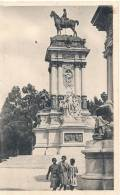 MADRID Retiro Monumento Alfonso XII  Unused   (2 Trous D'épigles ) - Madrid