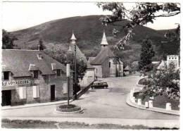 Chaumeil - Le Centre Du Pays - Vue Sur Les Monédières (Peugeot 403 Break) - France