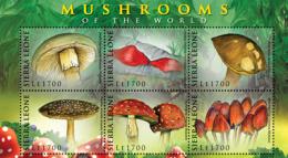 MINT NEVER HINGED MINI SHEET OF MUSHROOMS  # M-354  ( SIERRA LEONE    0921 - Paddestoelen