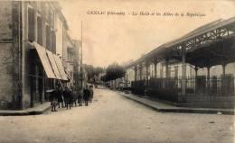 GENSAC - La Halle Et Les Allées De La République Nombreux Enfants - Francia