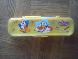Boite à Crayons Mickey Kids Offert Par Kiri - Advertising