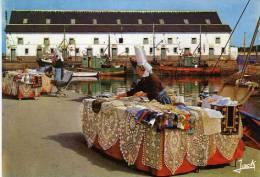 44 - LE CROISIC Brodeuse - Le Croisic