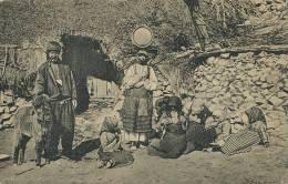 Zigeuner Vor Ihrer  Behausung Tzigane  Roms  Gitans Gypsies  Rumanien - Roumanie