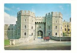 Cp, Angleterre, Winsor Castle, Henri VIII Gateway, With A Detachment Of The Castle Guard, Voyagée 1981
