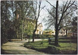 84. Cpsm. Gf. L'ISLE-SUR-SORGUE. Domaine De Mousquety. 5890 - L'Isle Sur Sorgue