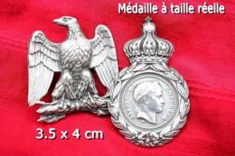Lot 1 Aigle Empire + Une Médaille Sainte Hélène (reproduction) - Médailles & Décorations