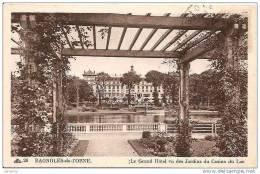 BAGNOLES DE L´ORNE. LE GRAND HOTEL VU DES JARDINS DU CASINO DU LAC. REF 8787 - Alberghi & Ristoranti