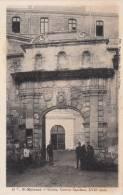 Dép. 79 - Saint-Maixent. - Entrée, Caserne Canclaux. Animée. Ed. Mme. Gagnaire. N° 15 Bis - Saint Maixent L'Ecole